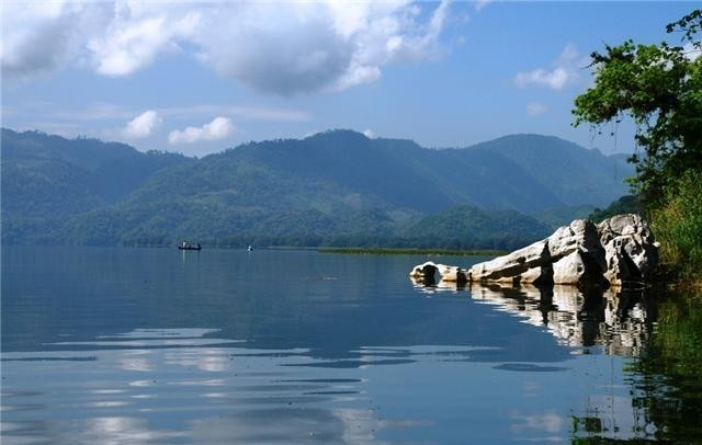 lago_de_yojoa  lugares turisticos de honduras